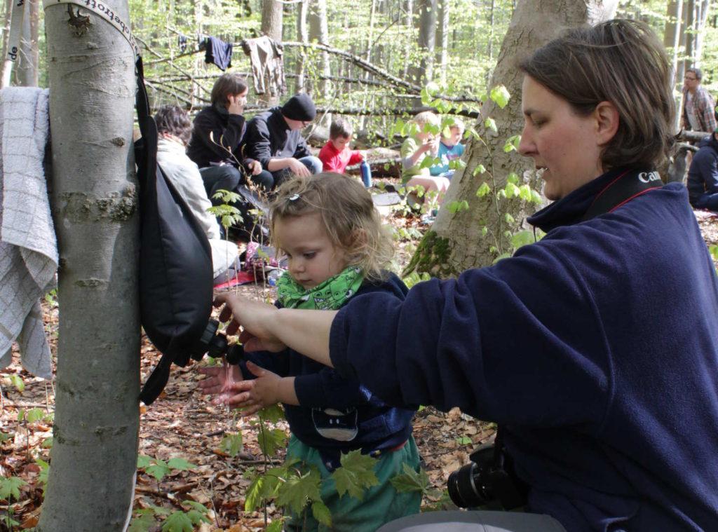 Bild vom Händewaschen im Waldkindergarten